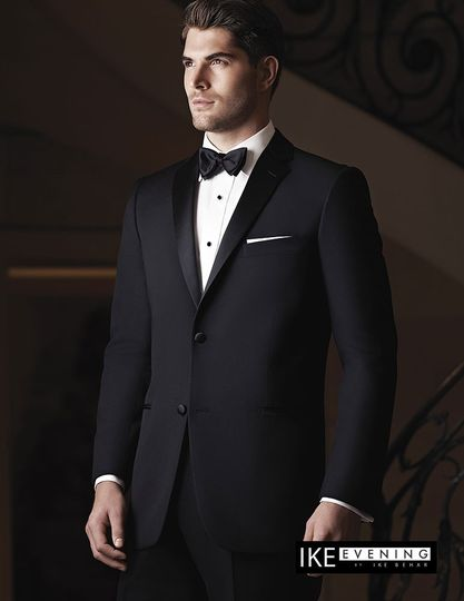 The Ike Behar 'Parker' is a new and modern styled tuxedo jacket. With luxurious super 120's fabric...