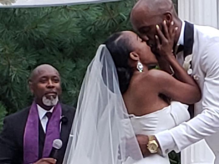 Tmx Pastor Smiling Wedding Kiss 51 1887077 1570749540 Windsor, NJ wedding officiant