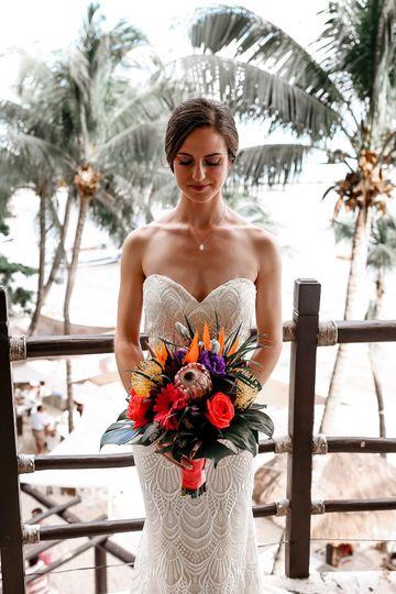 Stunning bride wtih bouquet