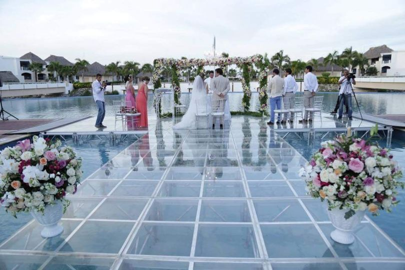 Wedding on a pool