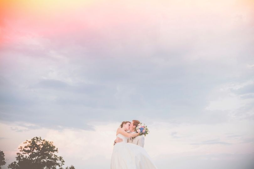 800x800 1383860996483 redappletreephotographygreenvillescweddingphoto002