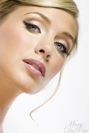 Kiss & Makeup, Makeup studio