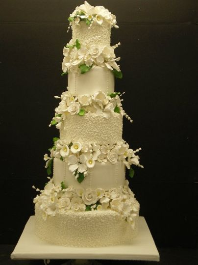 800x800 1329060702198 5tierwhiteweddingcakewith4separations2.jpg