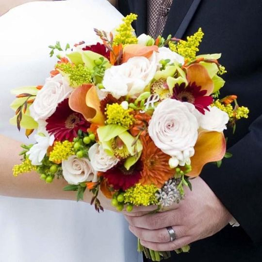 Please visit our website to view more photos of our actual wedding designs....