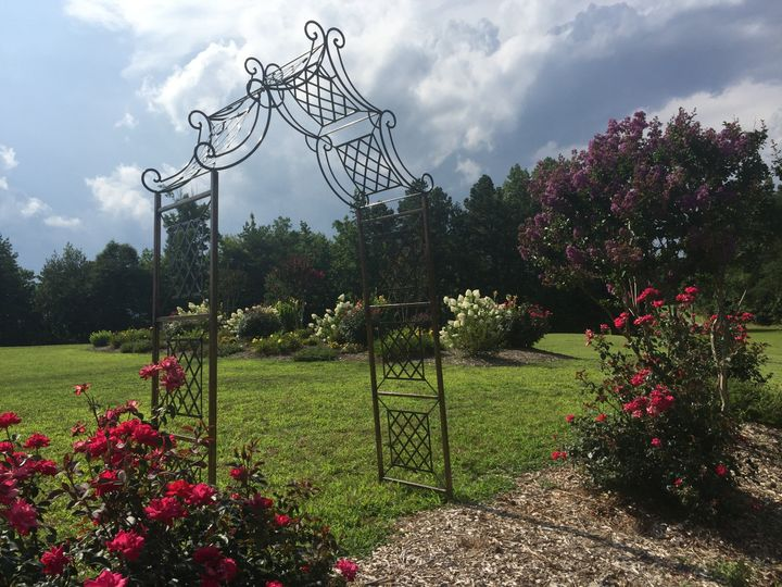 Beautifully landscaped flower garden. Choose from 5 different arbors. Carriage Trail Farm