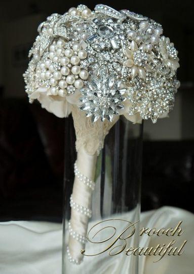 pearl bling brooch bouquet web11