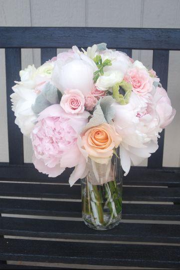 Round wedding roses