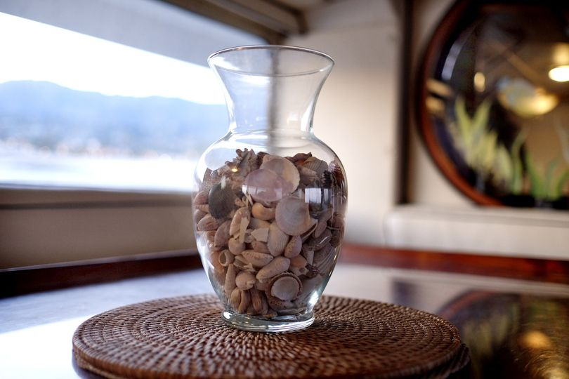 vase with shells 1