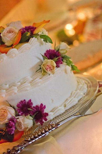 Feeling floral wedding cake