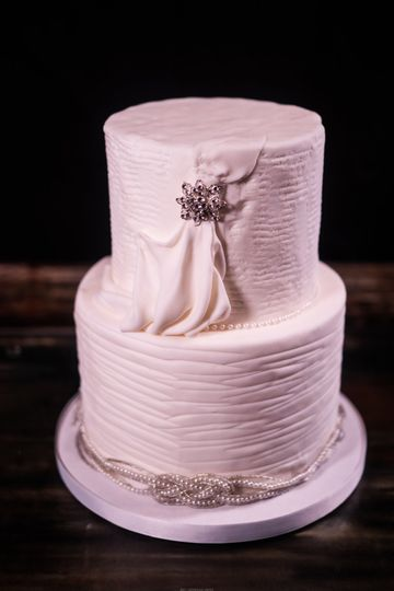 A bridal dress-themed cake