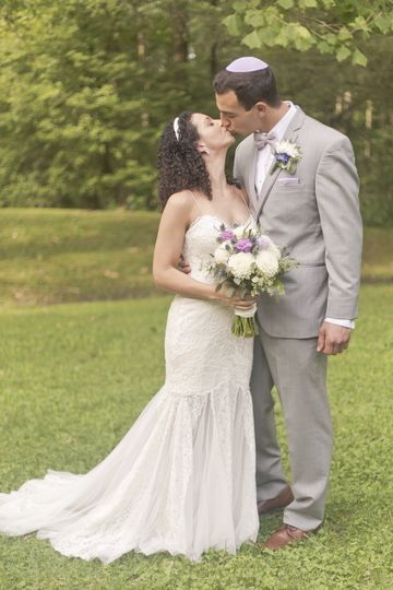 Mr and Mrs Formals-Kiss