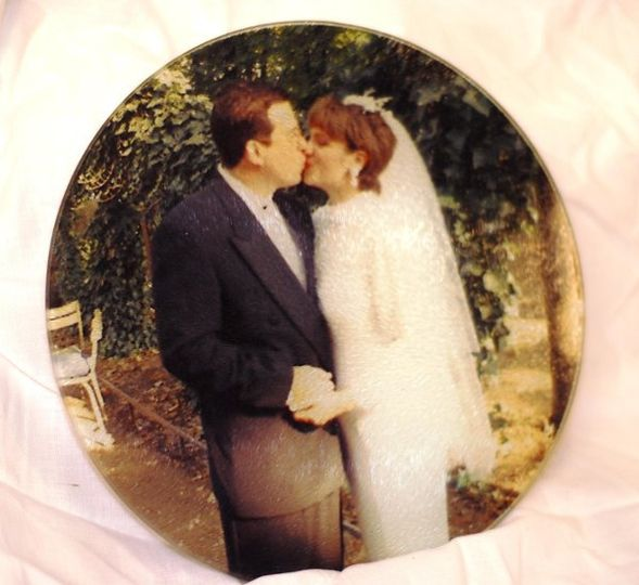 "Take a wedding photo and turn it into a fabulous keepsake and a practical cutting board!  8"" Round..."