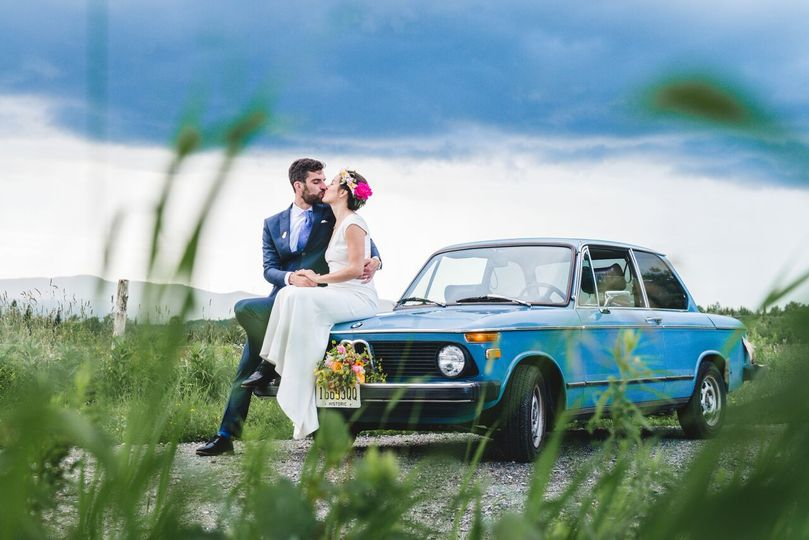 Stopover for a kiss | Barefoot Duo Photography