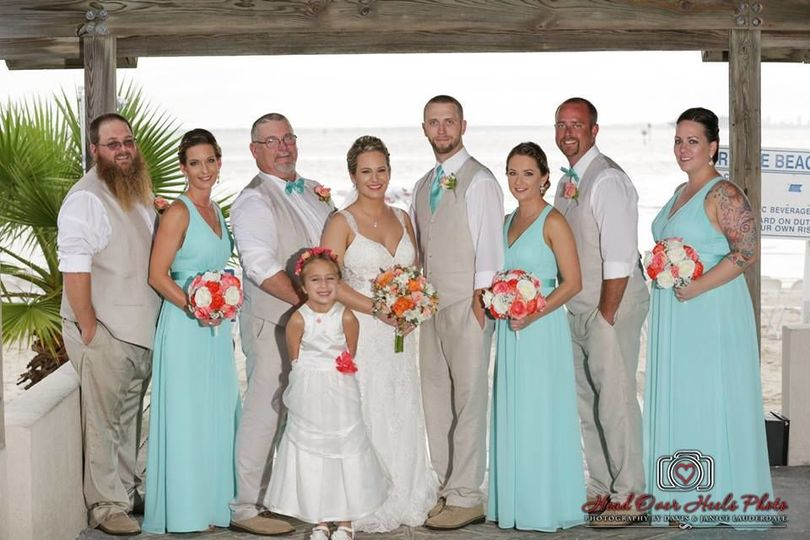 Newlyweds, bridesmaids, groomsmen and flower girl