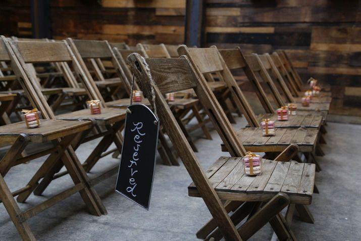 38834ea35ae9101f 1522771902 7573cd685697448b 1522771899922 3 macarons on chairs
