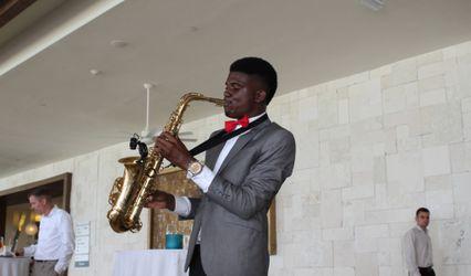 Lee's sentimental saxophone music