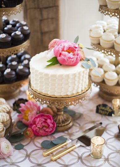 Simple cake and cupcakes