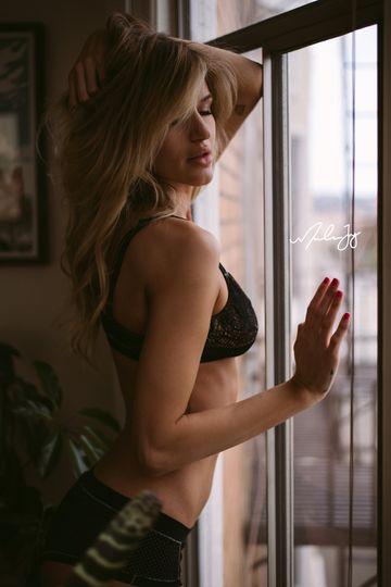 windowposeboudoir 51 1053677