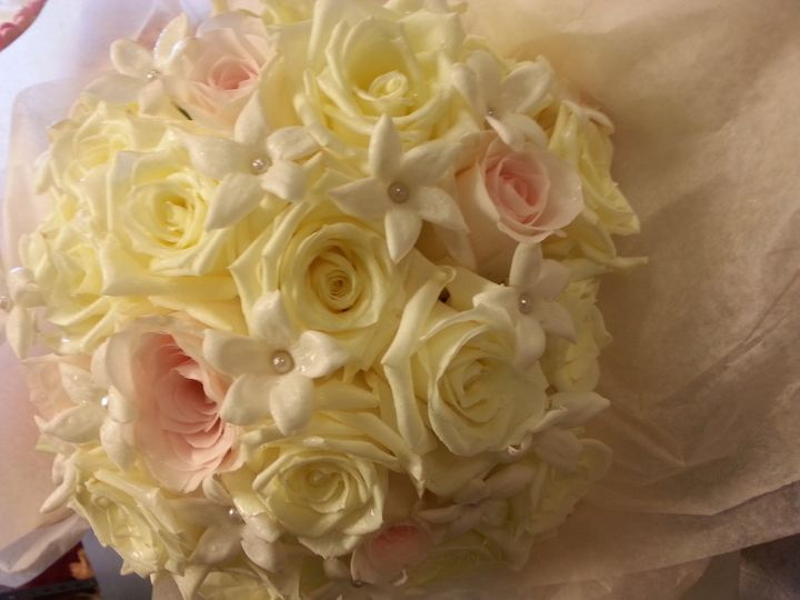 White and pink bouquet arrangement