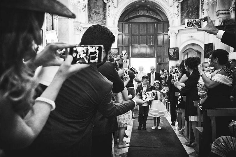 Entrance bride - Unplugged wedding tecnology