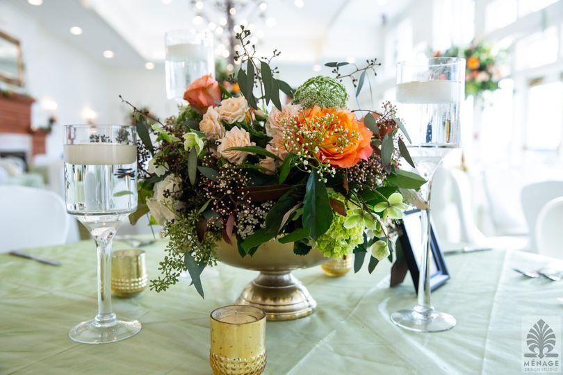Low gold bowl arrangements