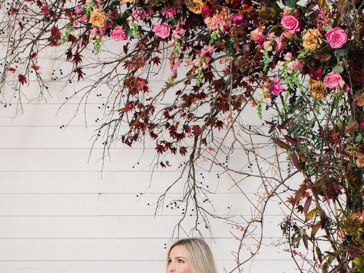 Tmx 0065hollychapple Wyomingstuyvesantonetoonetheomilophoto 51 1917777 158048741834193 Wyoming, MI wedding florist