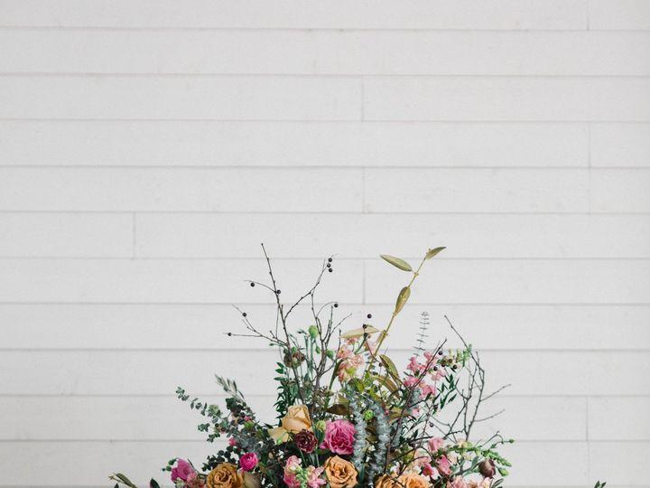Tmx 0104hollychapple Wyomingstuyvesantonetoonetheomilophoto 51 1917777 158550277642273 Wyoming, MI wedding florist