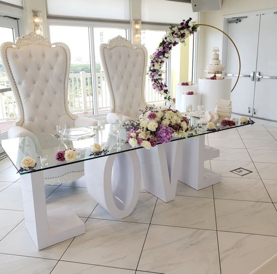 wedding love table royal throne circle backdrop with flowers and cylinders 51 575877 1563547431