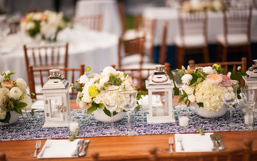 800x800 1415390215478 tablescape 1