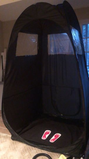 Pop-up tanning tent