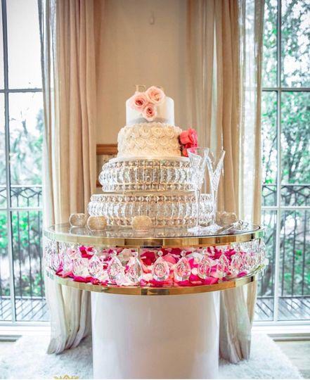 Crystal team drop cake table
