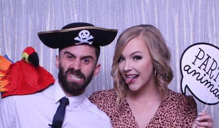 Mirrored Memories Photo Booth 1
