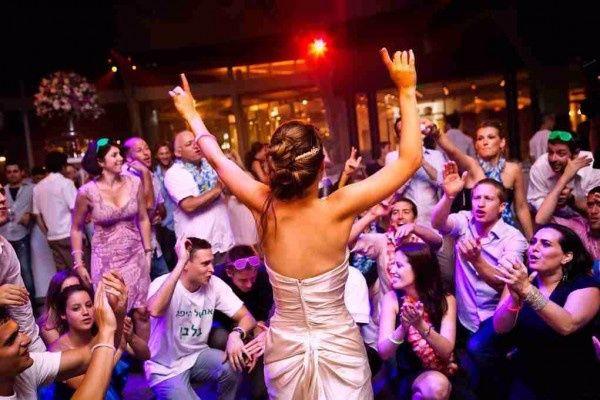bridedanceparty 51 961187 1565179471