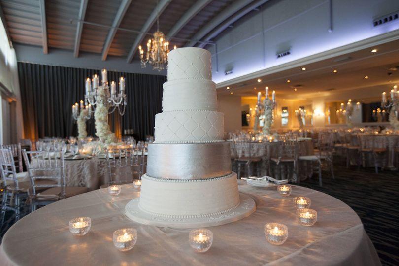 Nude white cake