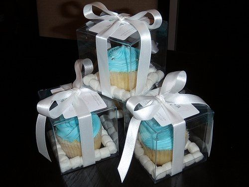 Tiffany & Co. inspired cupcake favors for a wedding.  Favors complemented the couple's chosen theme...