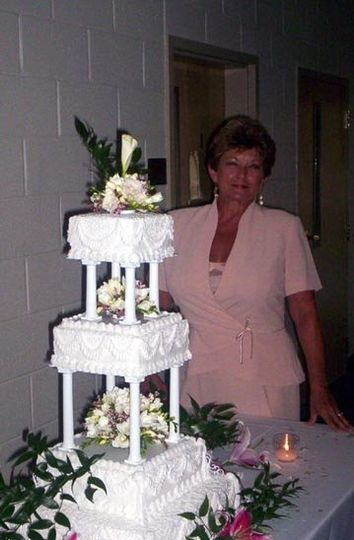 The cake maker & designer ~ Louise (Photo by Gene Ho Photography of Myrtle Beach, SC)