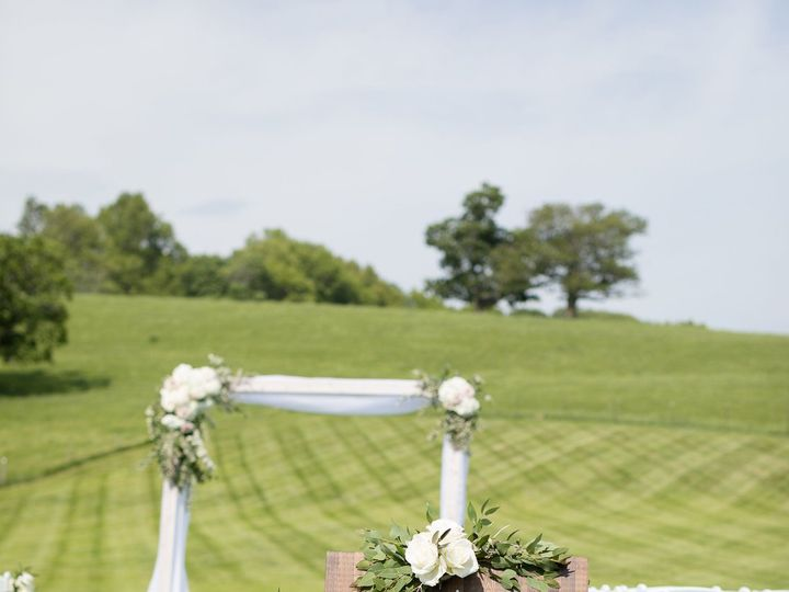 Tmx 1535493632 F4664e18641f3899 1535493628 E3c10addeaf0dd1e 1535493604945 4 Devin Brown Favori Lynnfield, MA wedding florist