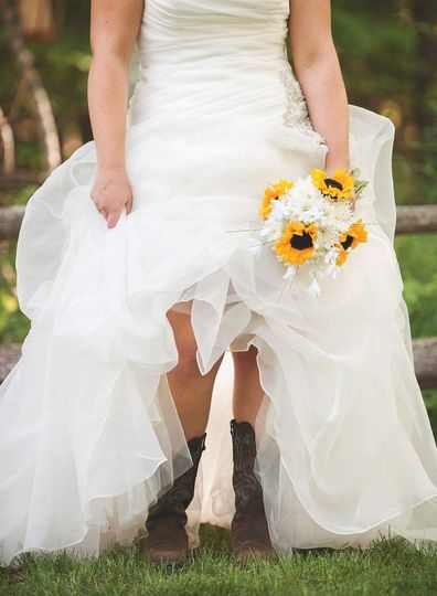Wedding Flowers Flint Mi : Bride bloom wedding flowers michigan detroit flint