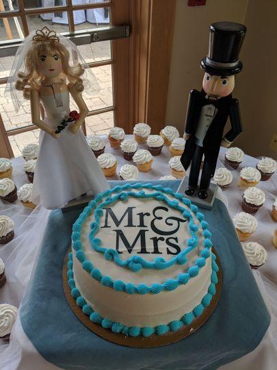 Wedding cake with figurines