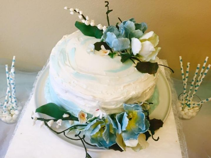 Cake decorated with meringue and sugar flowers
