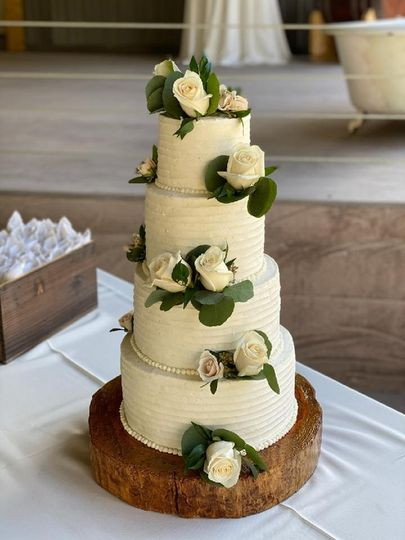 Four tier with fresh flowers