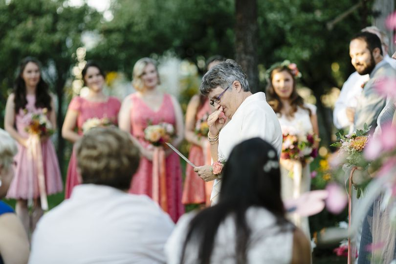 926c643a0760f8b3 1529015042 9fff3f9de9ed0ea0 1529015019080 5 backyard wedding c