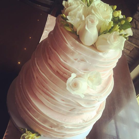 Beautiful ruffle cake... all buttercream! If you love the look of fondant and not the taste, look at...