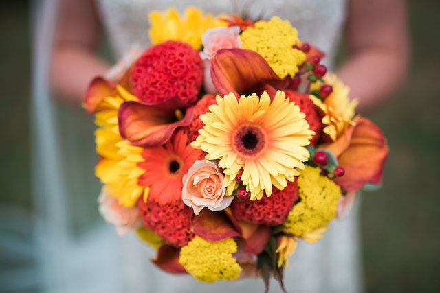 Bright colors in the bridal bouquet