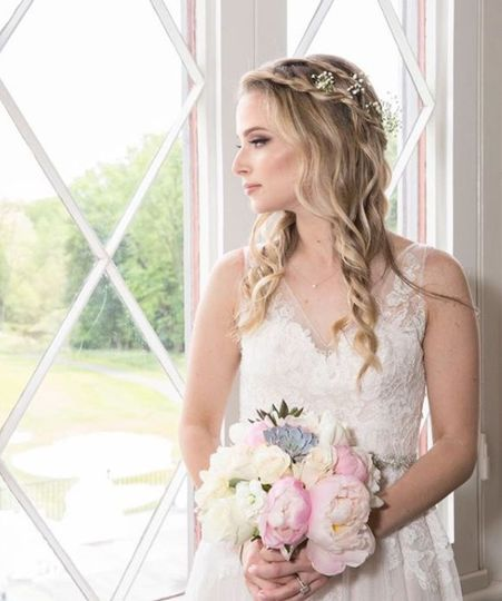 Dainty bride look