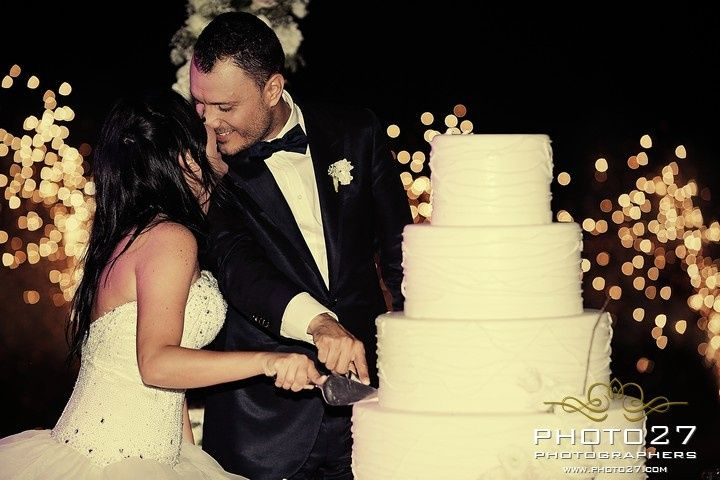 Bride and groom at the cut of the wedding cake