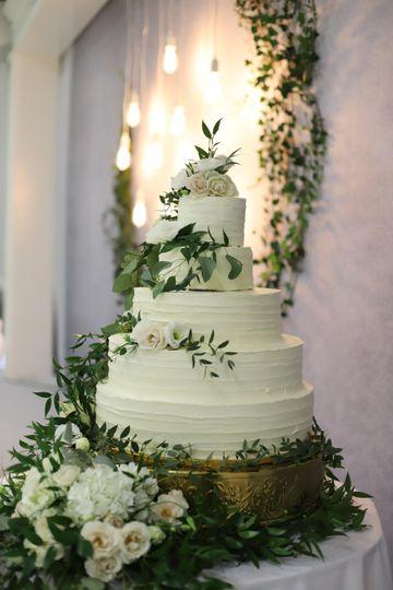 Fresh floral cake decor