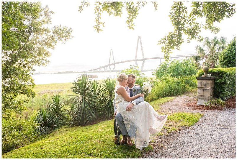 800x800 1532450255 6cbb48972d88efef 1532450254 279e42414ea8ddcb 1532450250845 6 charleston wedding