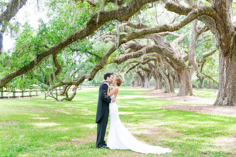 800x800 1532450315 c8f67409613cd078 1532450314 550ed66c9c3b1d37 1532450310714 9 charleston wedding