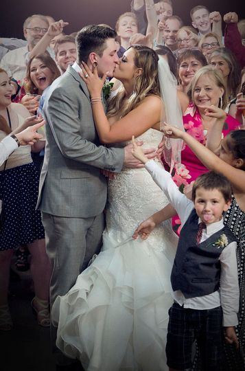 Surrounded by loved ones - LM Photography Studio